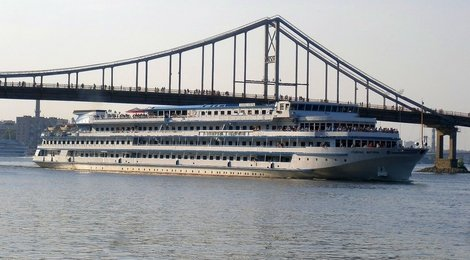 Dnieper River Boat Tour from €50, 112